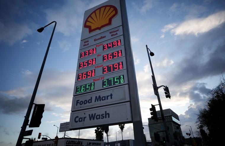 Το πετρέλαιο αξίζει λιγότερο από τα βαρέλια που το φιλοξενούν