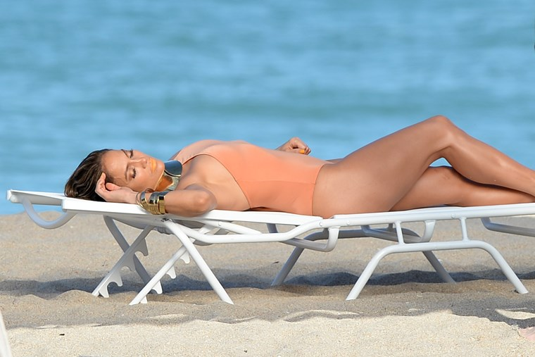 Jennifer Lopez, 51 χρόνια εκρηκτικά προκλητική