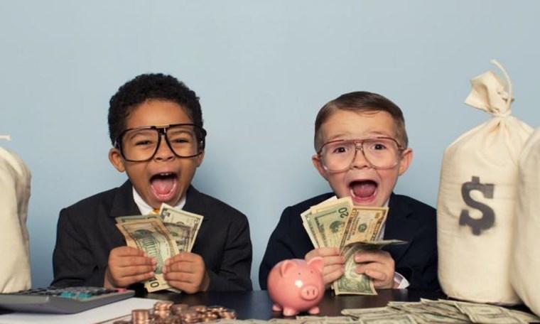 Όλα όσα μαθαίνουν οι πολύ πλούσιοι στα παιδιά τους για τα χρήματα