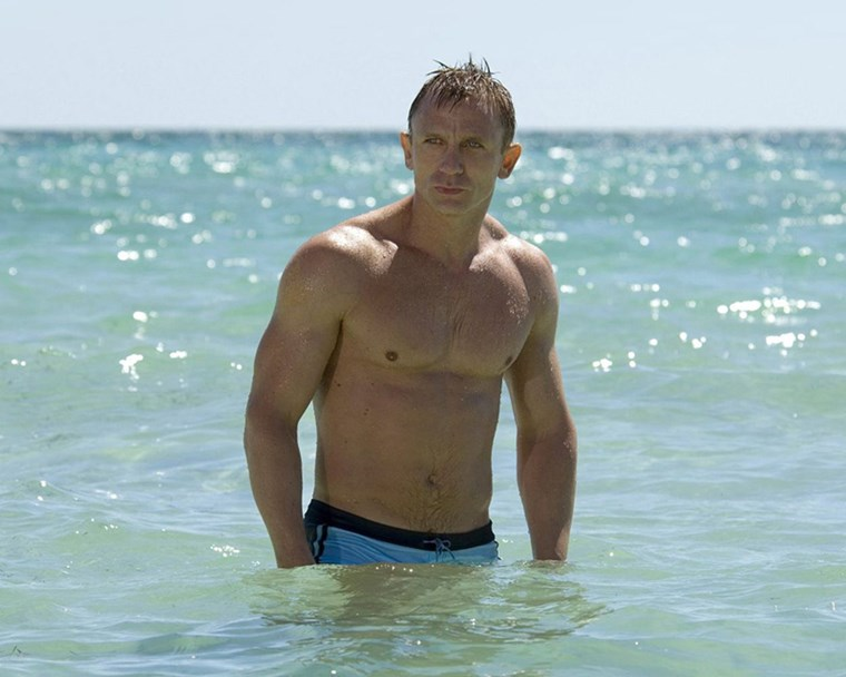 Daniel Craig six pack