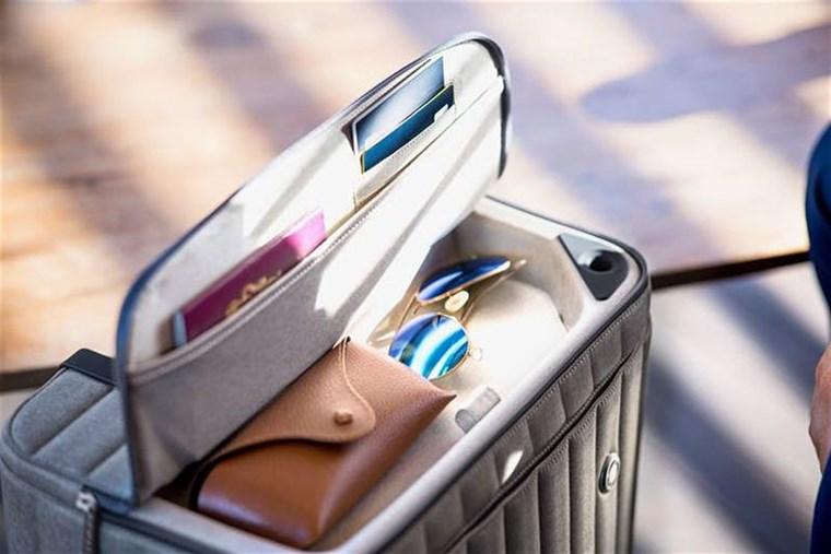 Η βαλίτσα που φορτίζει smartphone και laptop εν κινήσει