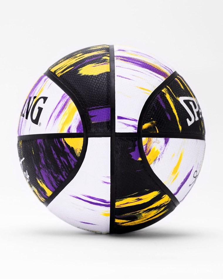 Η συλλεκτική μπάλα μπάσκετ της Spalding για τον Kobe Bryant