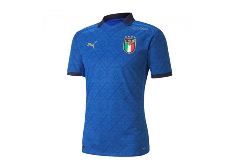 Classica eleganza nella nuova divisa della nazionale italiana
