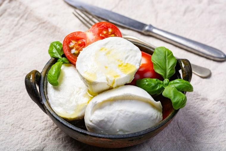 Η ιστορία, η συνταγή και τα μυστικά της τέλειας caprese
