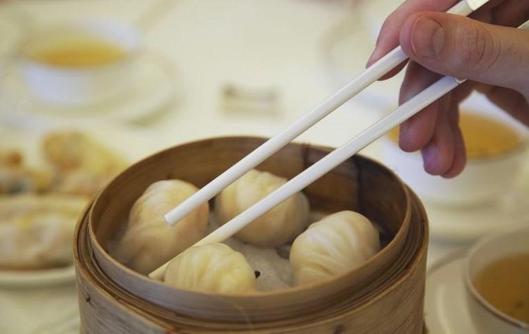 Οι απλοί κανόνες για να χρησιμοποιείς τα chopsticks